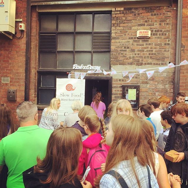 Wonderful to see such enthusiasm for @slowfoodglasgow yesterday at @letseatglasgow . It was a pleasure to meet our extended #slowfood family in the west, to learn all about #growglasgow and discuss some new fundraising ideas & collaborative events for the future! As you can see there was a totally packed house throughout for the #tasteadventure , @littlesourdough #sourdough demo & #scottishtea demonstration!👍🏻 Thanks for having us and look forward to catching up with some of you at @terramadre_salonedelgusto soon 😊 #letseatglasgow #goodcleanfair #eatlocal #foodeducation #growyourown #glasgow #scottishfood #terramadre #slowfoodsunday