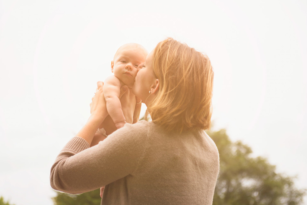 mom_baby_kiss.jpg