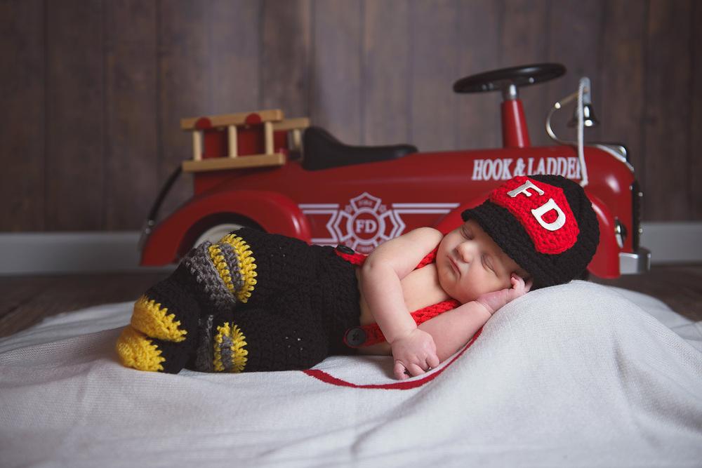 Newborn-Photo-Fireman-Firetruck.jpg