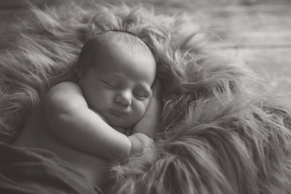 Newborn-Photo-Black-White.jpg