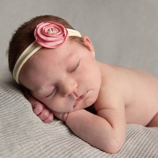 This sleepy little lady is too cute! #lancasterpaphotographer #newborngirls #newborngirlphotography #littleladies #photographyislife #newbornphotosession #babyphotosession #babyfotos #cuteasabutton #sleepy babyphotos