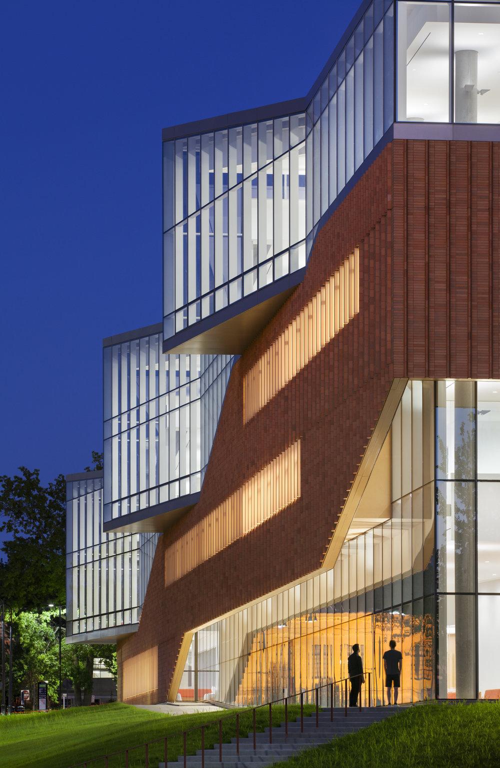 Architect: Weiss Manfredi  Photography: Albert Vecerka /Esto