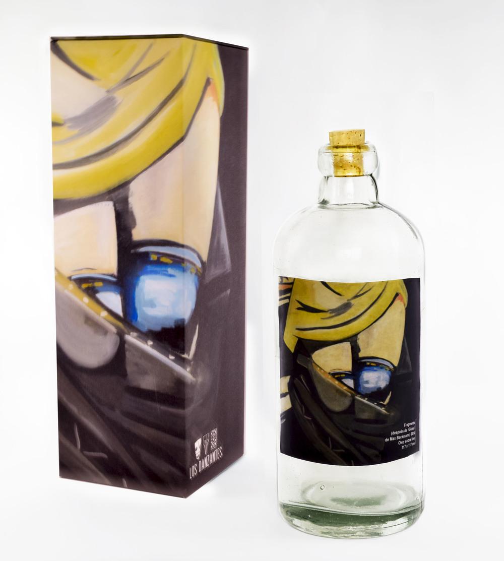 ARTE MEZCAL 2015  En la edición 2015, Arte Mezcal está elaborado con agave Tepextate (52.3%), Espadía (44.5%), Tobalá y Cuishe (3.2%). Fue producido en mayo de 2015, utilizando 713 magueyes para la obtención de 580 botellas a 47% Alc. Vol.    Esta edición se viste con la obra Yellow Slip de la pintora Emi Winter. Emi nació en Oaxaca, es licenciada en artes visuales por el Oberlin College, además tiene un Máster en pintura por el Bard College. Su trabajo es una reflexión constante, sincera e irónica sobre la pintura, su historia, usos y representaciones en géneros como el retrato y el autorretrato, el bodegón y el paisaje. Emi es una reconocida artista a nivel mundial, además ha sido premiada en la XV Bienal de Pintura Rufino Tamayo.    Arte Mezcal está contenido en una botella de diseño del Estudio Xaquixe, estudio de fondo social y ecológico. Fundado con el objetivo de crear piezas de vidrio originales de alta calidad que van desde botellas para bebidas hasta obras de arte contemporáneo.