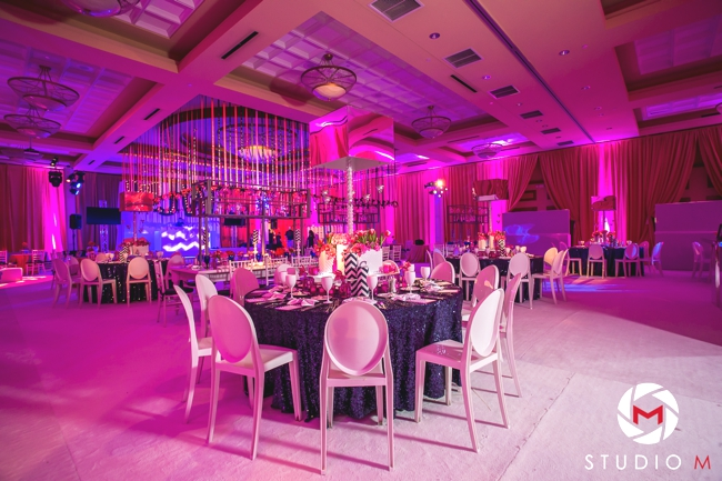 white-carpet-ballroom-navy-glitter-linens-chevron-candles-fuchsia-uplighting