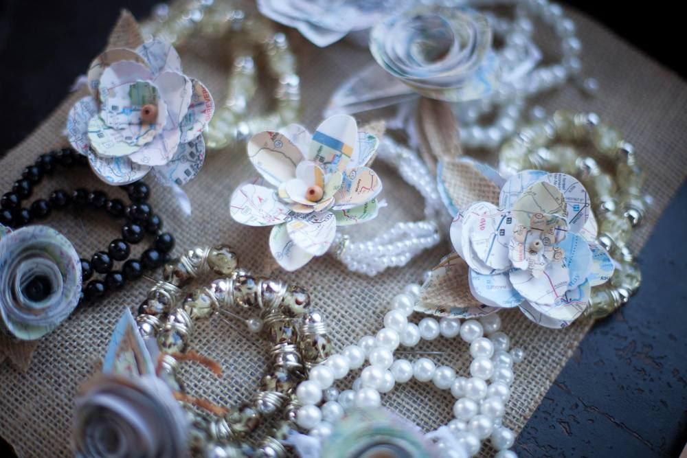 map-flower-bracelets-instead-of-bouquets-for-bridemaids