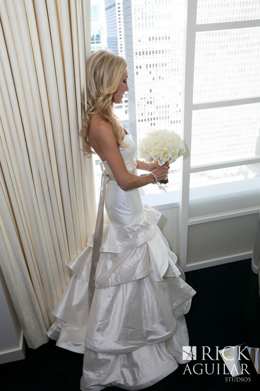 wedding-artist-ben-keys-chicago-wedding-modern-bridal-gown-hayley-paige-pearl-gown