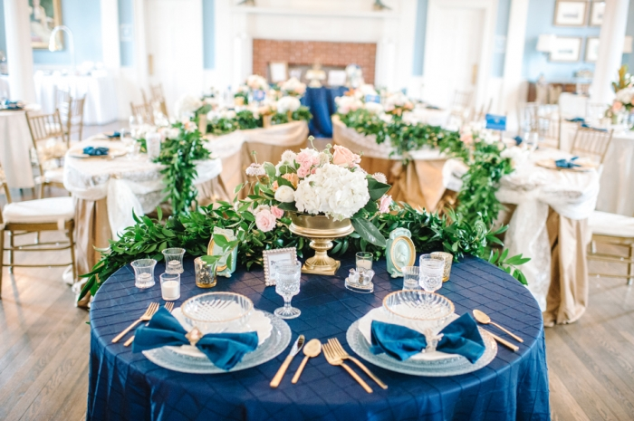 royal-blue-s-curved-tables-gold-accents-light-carolina-blue-wedding-painting-ben-keys-live-wedding-artist