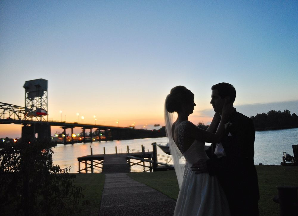 wilmington-sunset-portrait-cape-fear-river-bridge-front-street-wilmington-wedding