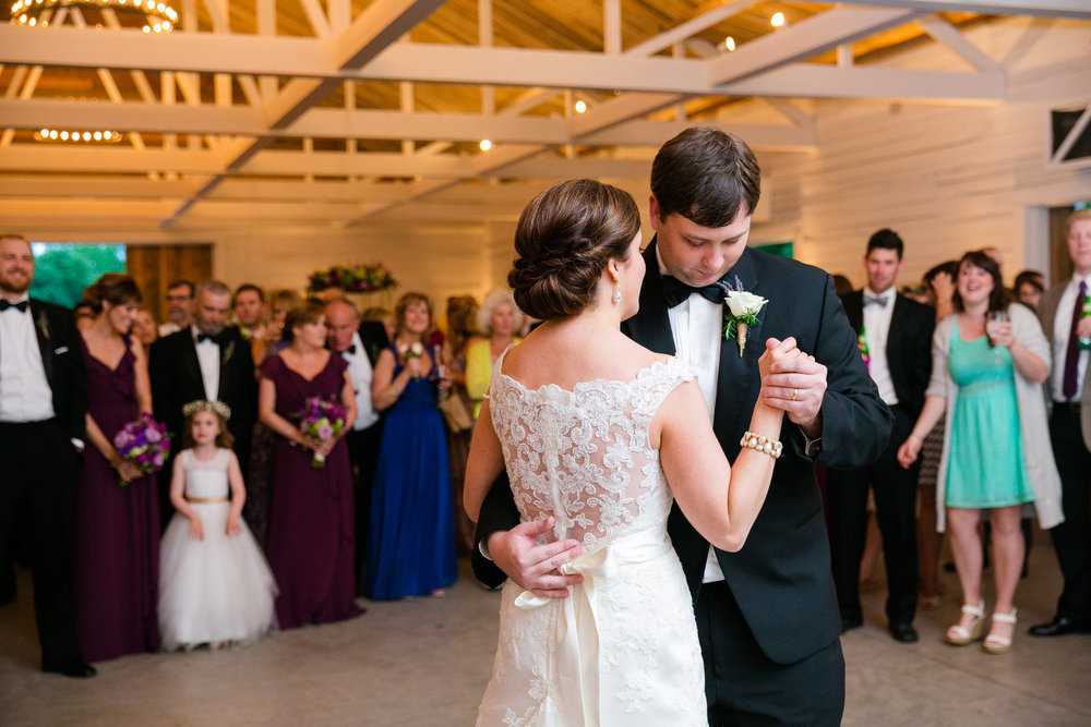 wildberry-farm-wedding-first-dance-barn-wedding