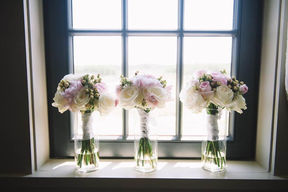 bridesmaids-bouquets-in-a-window-on-wedding-day