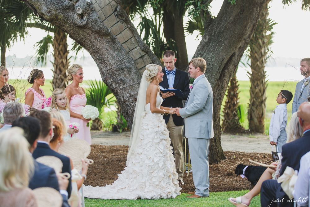 lowndes-grove-plantation-wedding-ceremony-on-lawn