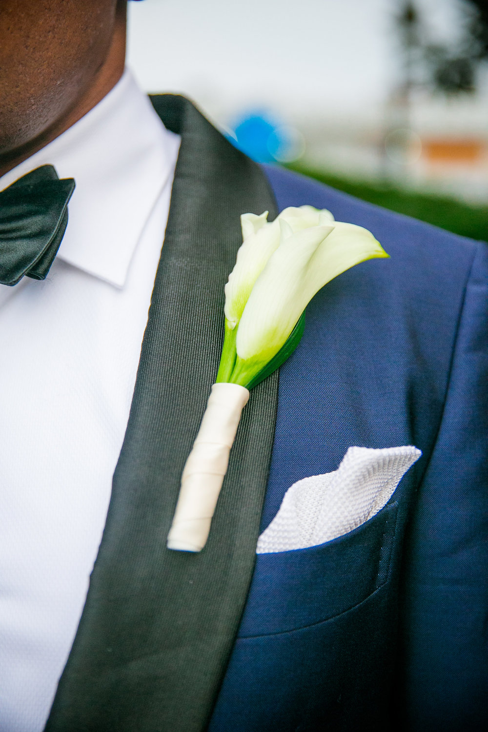 royal-blue-grooms-suit-with-calla-lily-boutonniere
