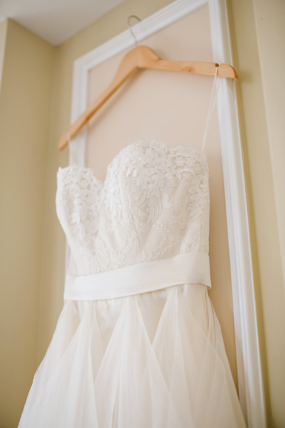 Leanne-Marshall-wedding-gown-lace-the-sentimentalist