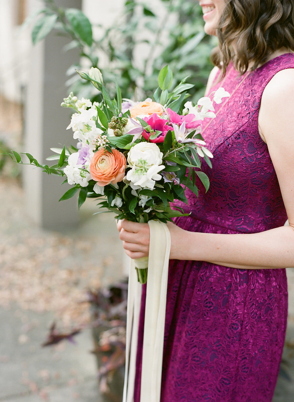fuchsia-bridesmaid-dress-coral-and-fuchsia-bouquet-savannah-wedding