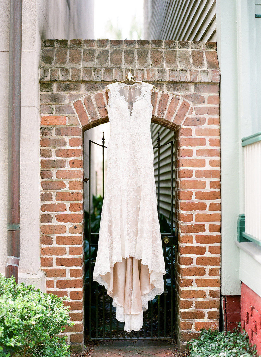 southern-wedding-in-downtown-savannah-lace-gown-with-illusion-back