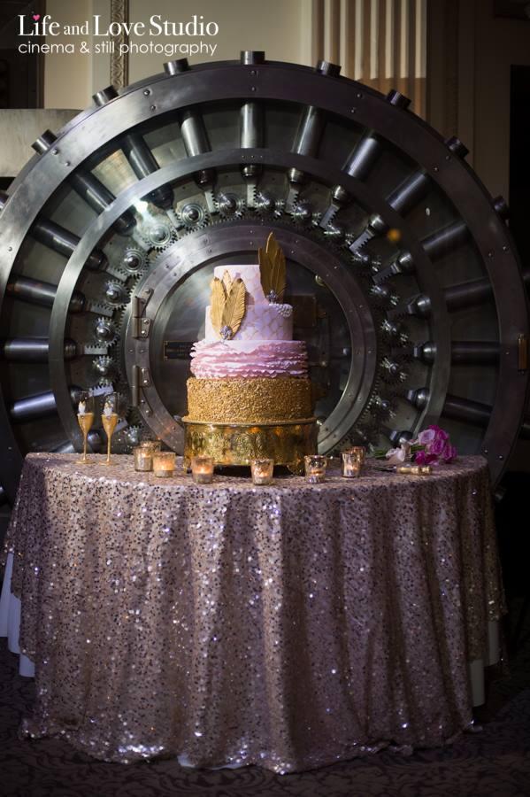 gold-flapper-inspired-wedding-cake