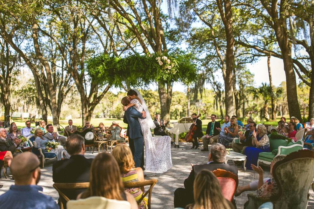vintage-outdoor-circle-ceremony-wedding-florida-up-the-creek-farms