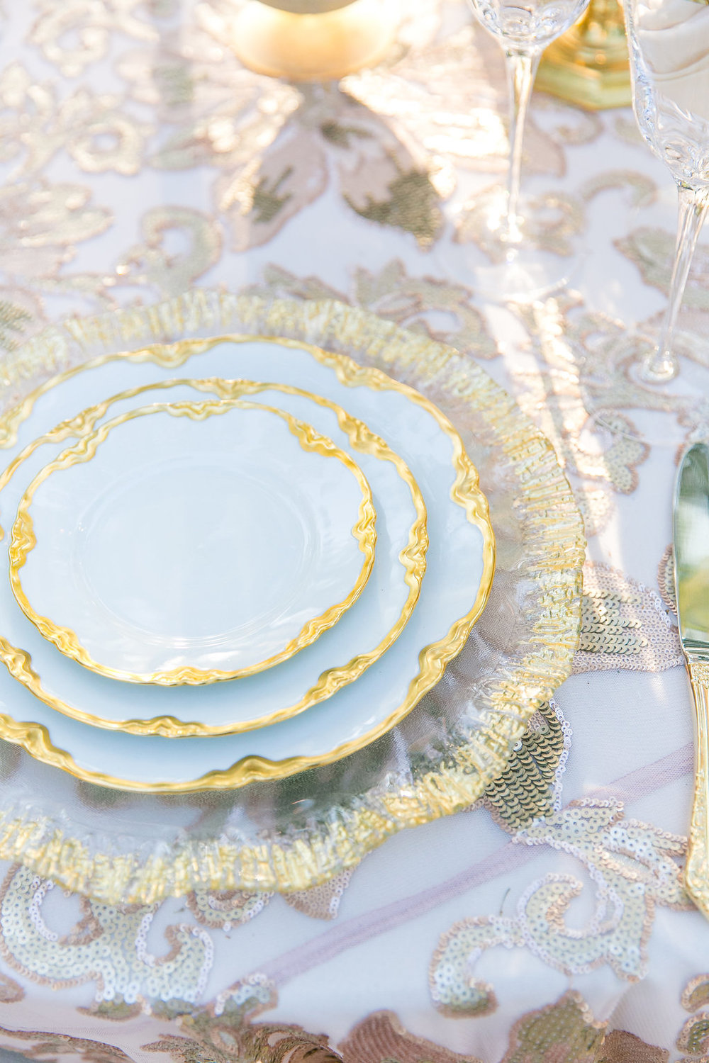vintage-table-plates-and-lace-linens-for-southern-wedding-reception