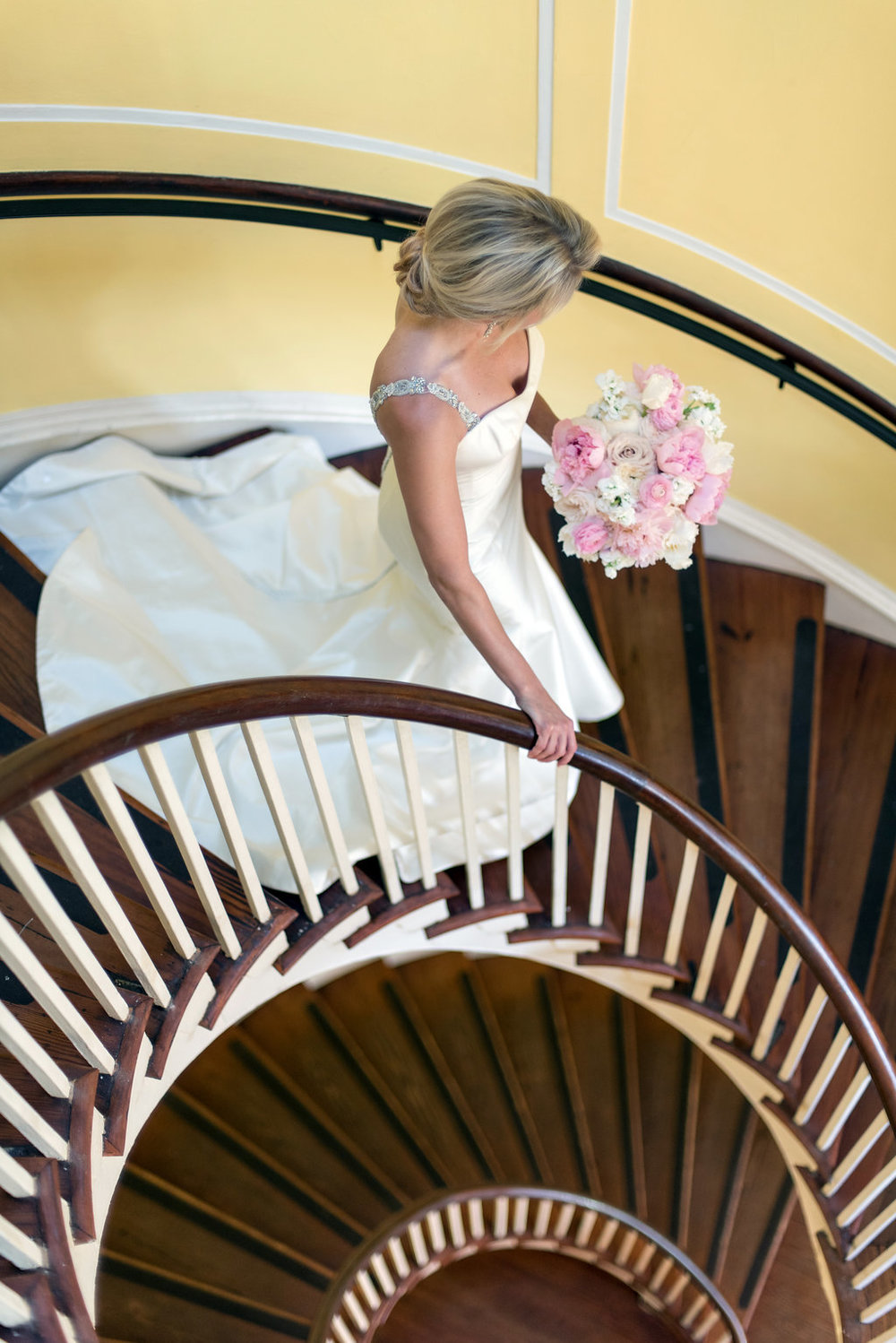 staircase-bridal-portrait-charleston-lowndes-grove-plantation