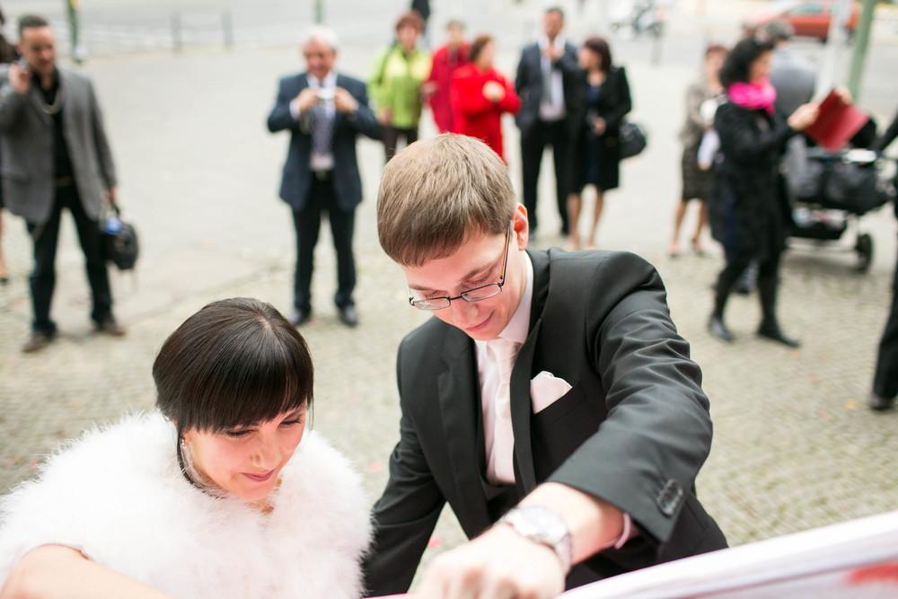 Fran Burrows Hochzeitsfotografie Berlin_Lichtenberg Standesamt-34.jpg