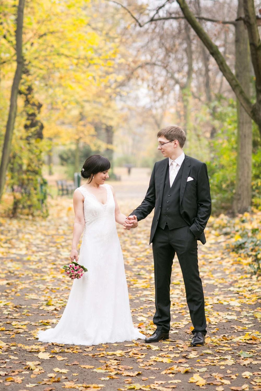 Fran Burrows Hochzeitsfotografie Berlin_Lichtenberg Standesamt-54.jpg