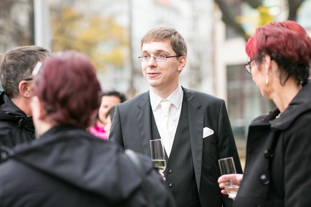 Fran Burrows Hochzeitsfotografie Berlin_Lichtenberg Standesamt-41.jpg