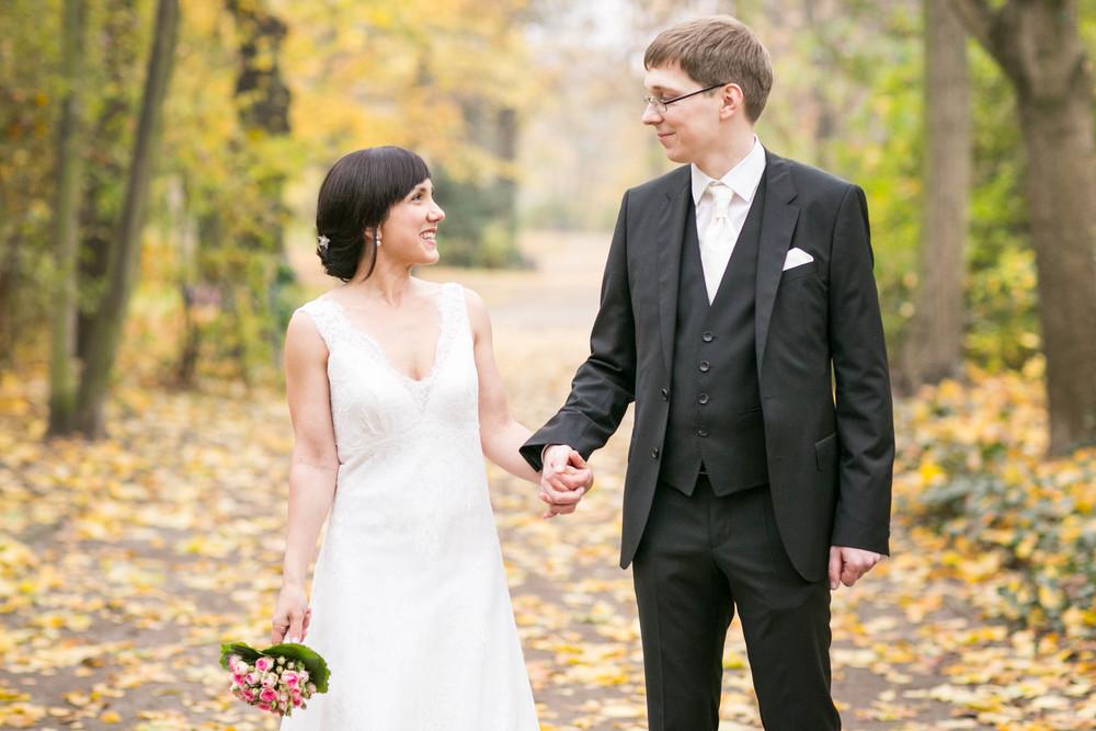 Fran Burrows Hochzeitsfotografie Berlin_Lichtenberg Standesamt-53.jpg