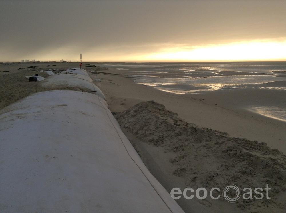 ecocoast_geobags_geotubes_1.JPG