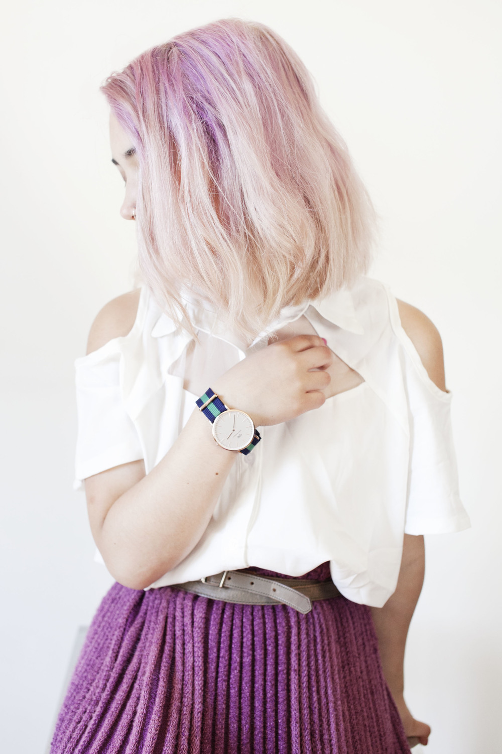 pink roots blonde hair