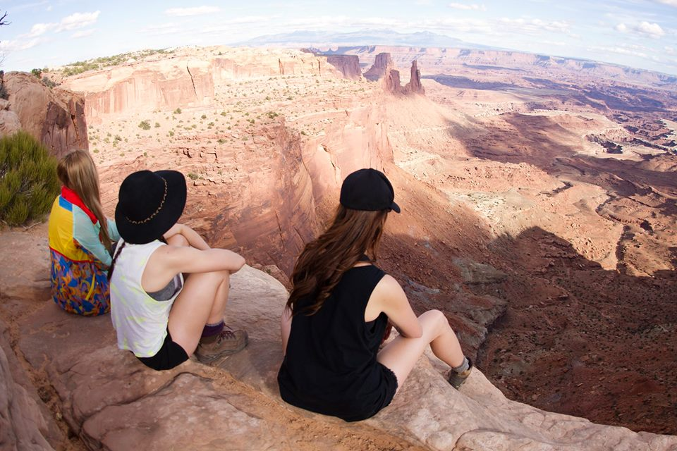 canyonlands-cliffs