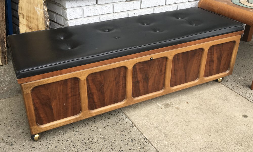lane acclaim cedar chest with cushioned top
