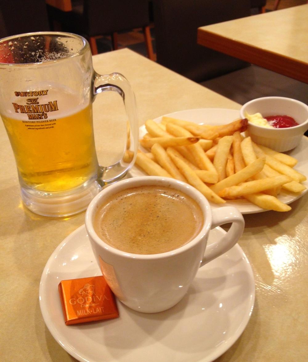 Familjekrogar, sk  famiresu , är populära i Japan. Allt möjligt på menyn och bra priser.