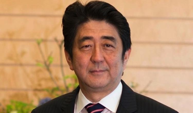 Shinzo Abe, Japans statsminister, får nu majoritet i båda kamrarna i den japanska riksdagen. Hoppas att han kan utnyttja det på rätt sätt.