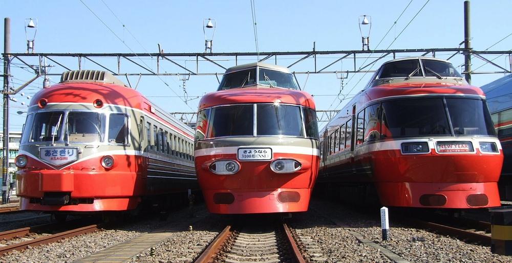 Ultraman-design på räls. Klassiska Romance Car från järnvägsföretaget Odakyu. Går tyvärr inte längre (med denna design).