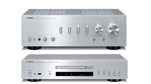 Yamaha är den enda större tillverkaren av audioutrustning som inte larvat sig med diverse modeyttringar genom åren. Strikt, enkelt, funktionellt och mycket elegant och tidlöst. Bra varumärkesbyggande!