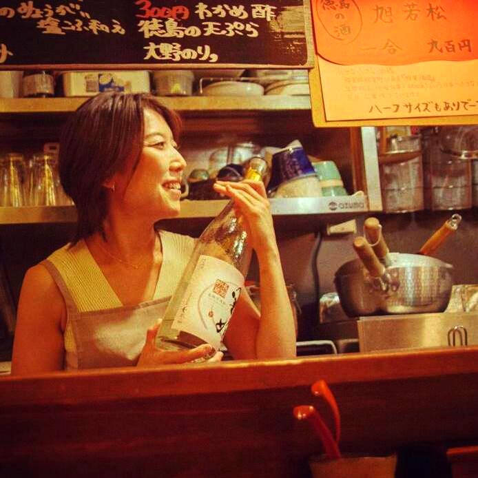 Kaori Tanaka heter denna paranta och mycket duktiga kock och restaurangägare. Trevliga krögare brukar attrahera trevliga gäster, så det är alltid kul att gå till hennes nudelställe.