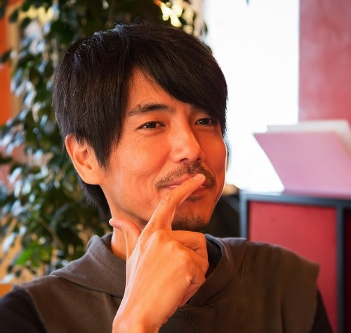 """Takanobu NIshimoto är 46 år, men redan en """"gubbe"""" i många yngres ögon. Han är mannen bakom """"Hyr en Gubbe""""."""