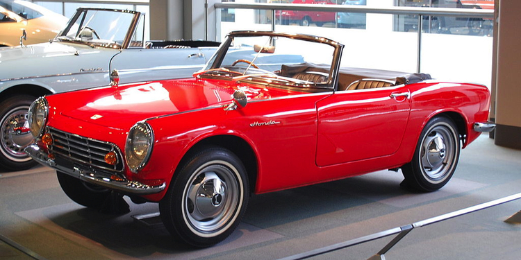 Hondas första bilmodell var också en liten sportbil - S500. En riktig raritet idag.