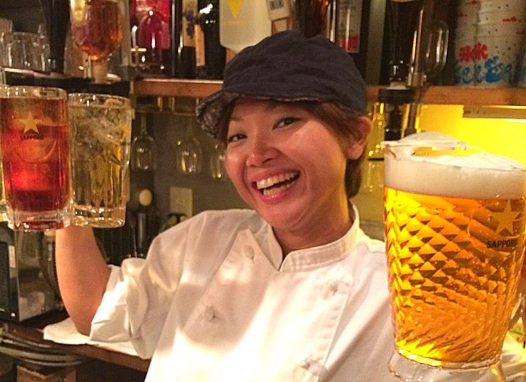 """Saya är en riktig  kanban musume  - dvs en """"skyltdotter"""", med vilket menas en ung dam (förr ofta dottern i huset) som är trevlig och glad och därför lockar kunder till krogen bara genom att vara där."""