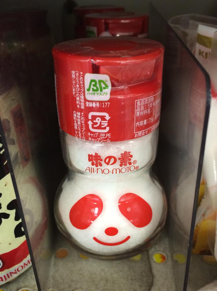 En leende panda är ett av varumärkena för japanska Ajinomoto - natriumglutamat i outblandad form.