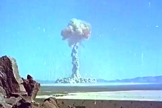 2053 detonerade kärnvapen mellan 1945 och 1998. Måste ha funnits billigare sätt att jämföra snoppstorlek.