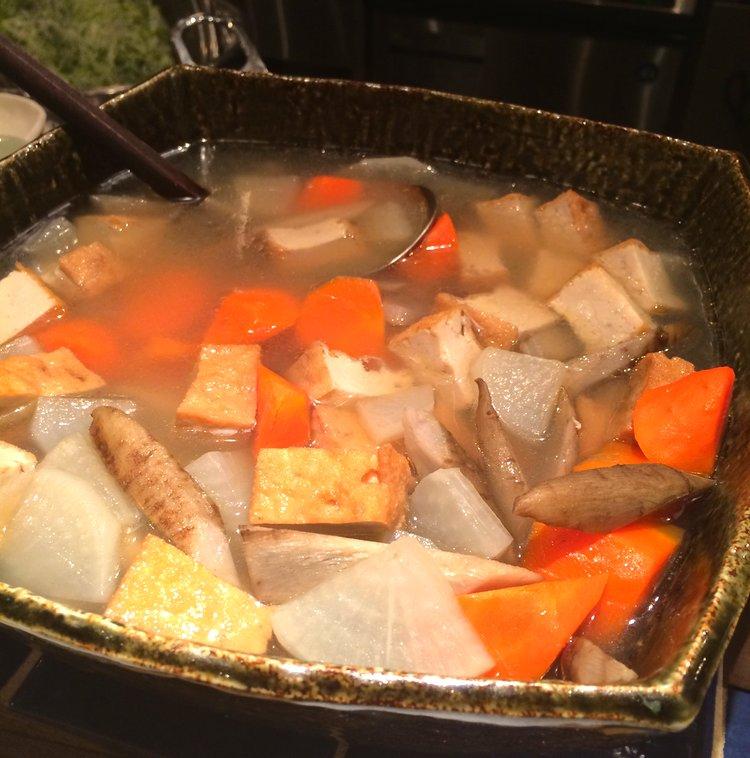 Mustiga grönsaksgrytor är en vanlig syn under den japanska vintern.