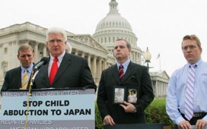 Japan skriver nu på Haag-avtalet om bortrövande av egna barn. Återstår att se om det kommer att göra någon skillnad i praktiken.