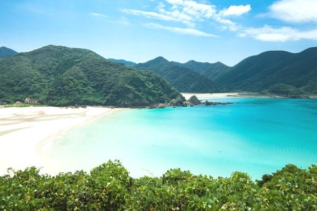 Om du föredrar knökfulla stränder med ohämmad kommersialism så är stränderna i södra Japan inte att rekommendera. Här ön Fukue utanför Nagasaki.   Fukue Island, Nagasaki, Japan © Ippei & Janine Naoi