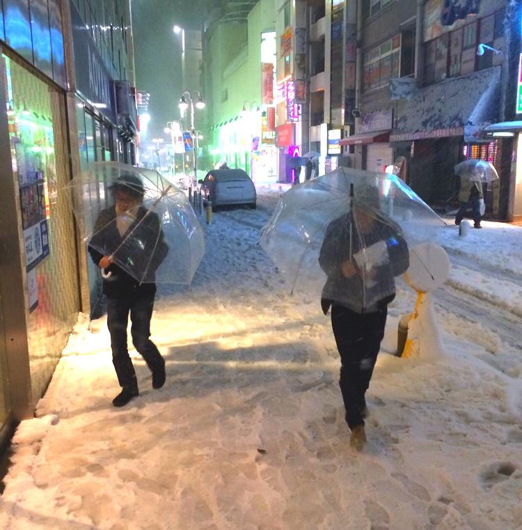 Just nu har vi ett ordentligt snöoväder varje helg.. Hoppas att det inte fortsätter så länge till. Den här stan är inte byggd för snö..