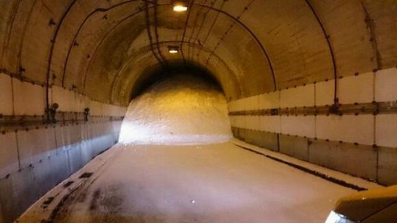 Inte så kul att sitta fast i den här tunneln, även om det kanske är marginellt skönare än ute under snön?