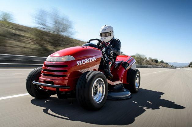 Och man kan klippa gräs med den också!  Foto: Honda