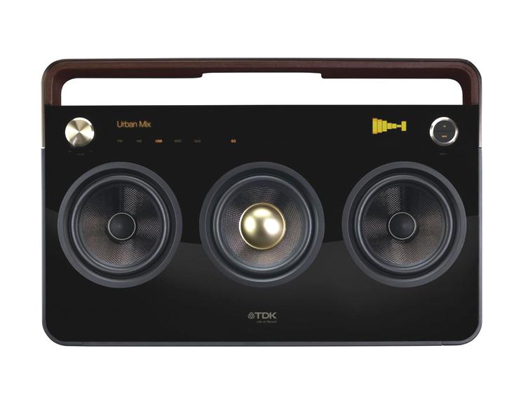 TDK - som vi lite äldre minns framför allt som leverantör av kassettband på den tiden - gör välbyggda högtalare för den nya generations musikspelare och telefoner.