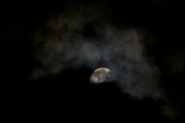 Man gick ur huse igår kväll här i Japan för att beskåda den totala månförmörkelsen.