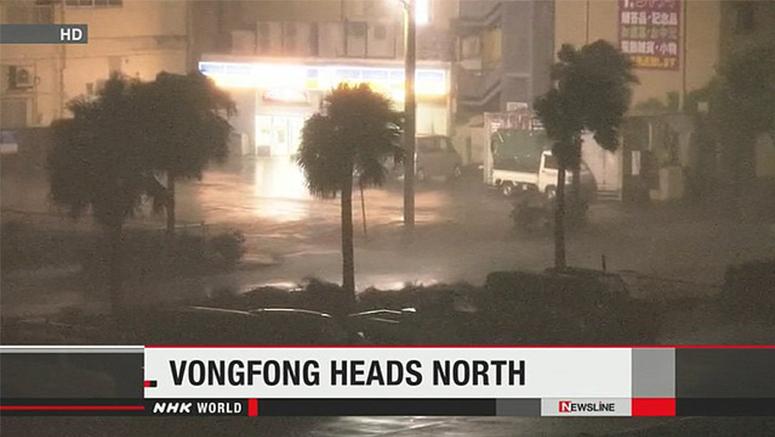 Så här såg gatorna ut i Okinawas residensstad Naha i natt.